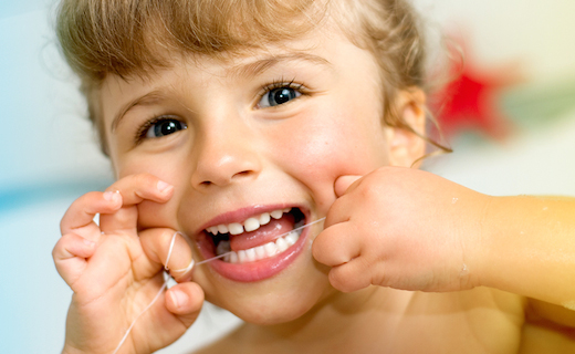 DCA-blog_are-flossing-mouthwash-right-for-kids